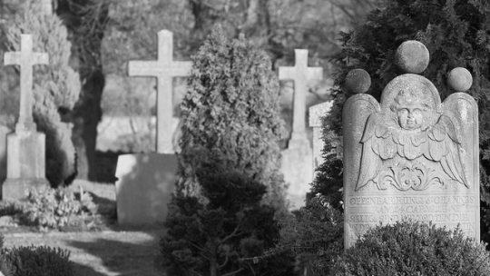 Az időt álló gránit sírkő
