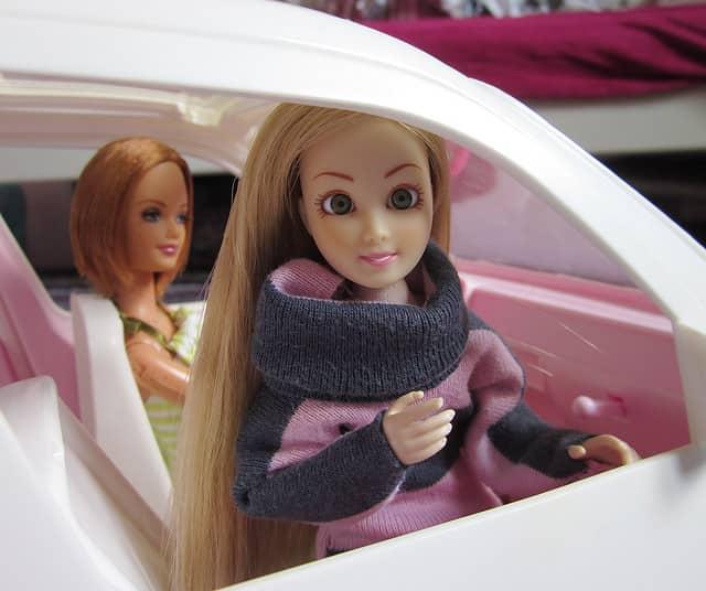 Barbie autó a vagány, belevaló kislányoknak