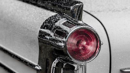 Autó fényszóró polírozás a jobb látásviszonyokért