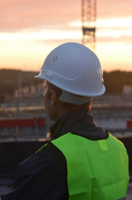 A jogszabályoknak megfelelő munkavédelmi sisak