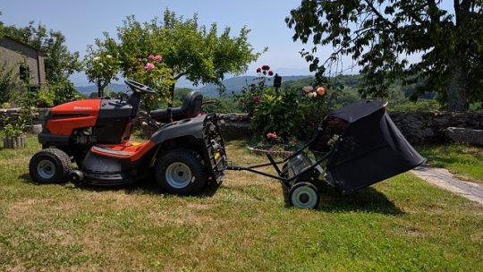 Mcculloch fűnyíró traktor a nagyobb füves területekhez